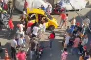 [Video] Comunidad ayudó a dos jóvenes extranjeros baleados por sicarios en Medellín
