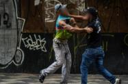 Riñas en las calles, otra preocupación de la policía en la reapertura del comercio en Medellín