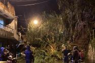 Deslizamiento de tierra por poco genera una tragedia en el barrio Villatina de Medellín