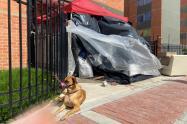 La familia Quintero vive en la calle luego del desalojo.