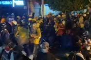 Policía investiga supuestos disparos en marcha de antorchas en el barrio Manrique de Medellín
