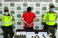 Capturan a hombre con abundante arsenal de guerra en Cisneros, Antioquia