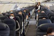 Por portarse mal, amarraron pasajera a la silla de un avión durante vuelo
