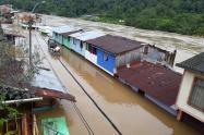 Además tres viviendas resultaron destruidas por el desbordamiento del río Tarazá, en ese municipio del Bajo Cauca.