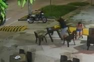 En pleno robo, una de las víctimas disparó contra los ladrones en una pizzería de Barranquilla