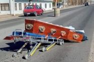 Cadáver cayó de carro fúnebre y terminó en plena calle
