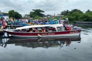 En estas embarcaciones llegan los migrantes a Capurganá, Chocó