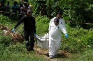 Una de las víctimas fue hallada con varias lesiones de arma blanca.