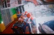 ¡Descarado! Le puso un destornillador en el cuello para robar a un anciano en Medellín