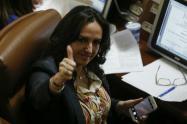 María Fernanda Cabal sale en defensa de coronel apartado del Ejército por una investigación de corrupción