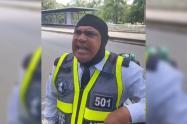 Agente de tránsito protagonizó discusión por no querer portar el tapabocas en Cali