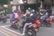 [Video] Tres personas heridas dejó choque de motos en Medellín