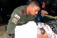 Un policía se vistió de médico y atendió un parto en la parte alta de Medellín