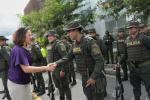 La ministra del Interior durante la entrega de vehículos a la Policía en Antioquia.
