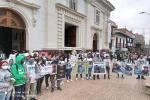 Plantón para exigir la liberación de dos jóvenes que estarían retenidos en el Bajo Cauca.