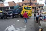 [Video] Once personas heridas dejó el choque de un bus contra un camión en Medellín