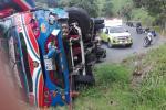 Un bus de servicio público se volcó en el barrio Robledo de Medellín