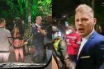 Piden expulsión de holandés que acompañó a mujer que desfiló semidesnuda en Medellín