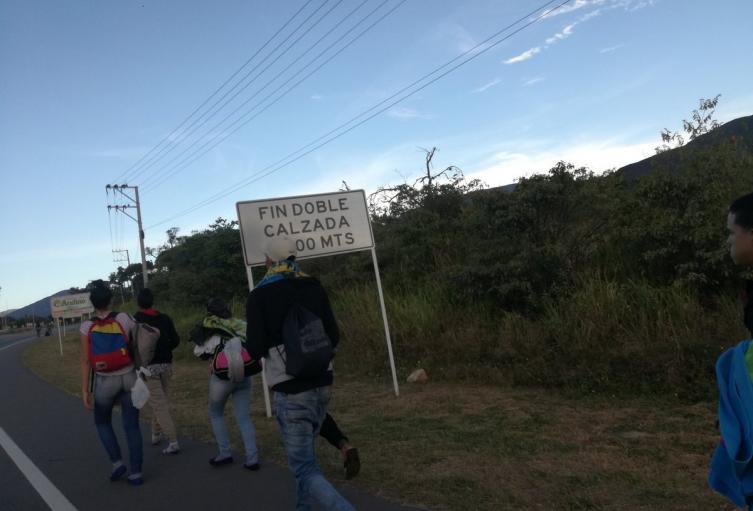 Caminantes venezolanos salen desde Cúcuta hacia ciudades, como Bucaramanga, Bogotá y Cali.