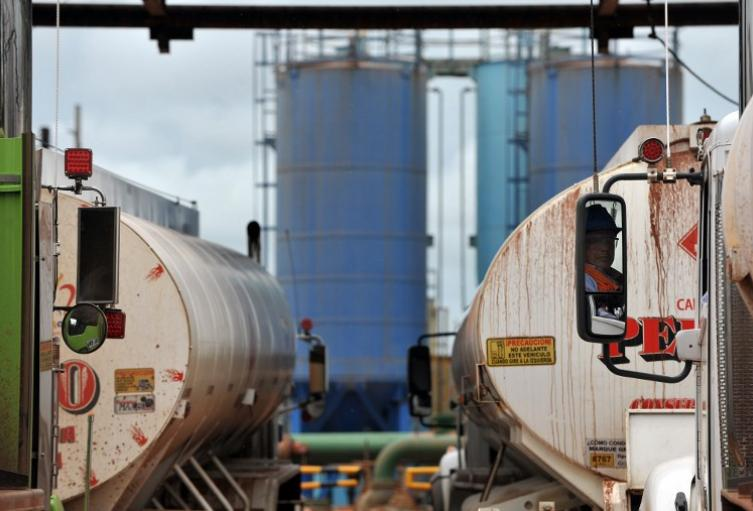 Vehículos cisternas para transportar combustibles / Referencial