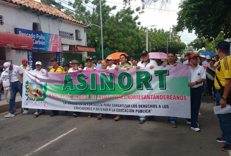 Docentes de Norte de Santander marchando en Cúcuta