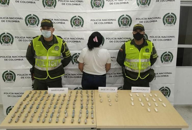 Policía captura mujer con droga en vía Pamplona