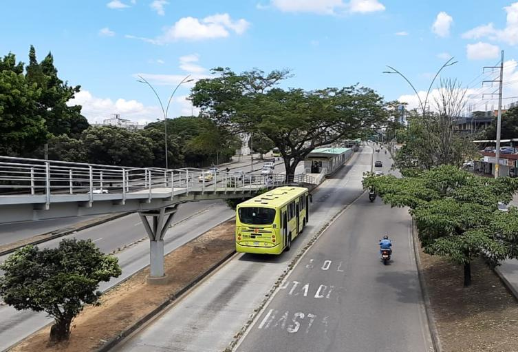 Autoridades alertan sobre invasión de carril exclusivo de Metrolínea