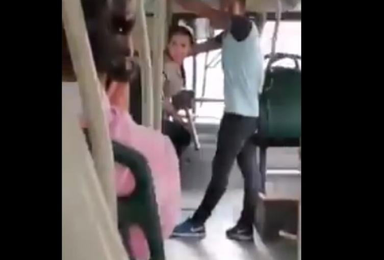 mujer se subió a un bus de Metrolínea sin tapabocas