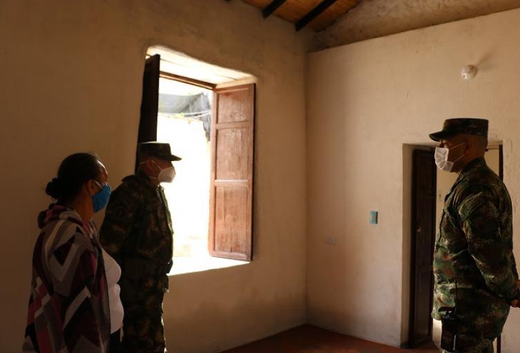 Entregan vivienda reconstruida a familia
