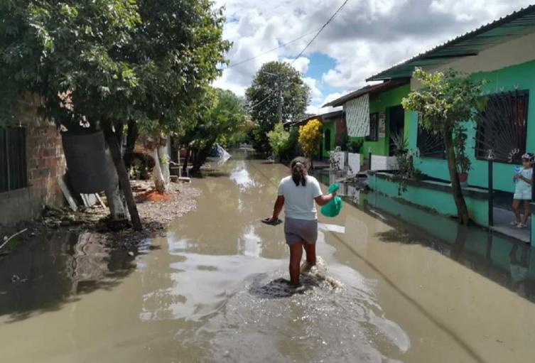 Las lluvias desbordaron el río Carare.