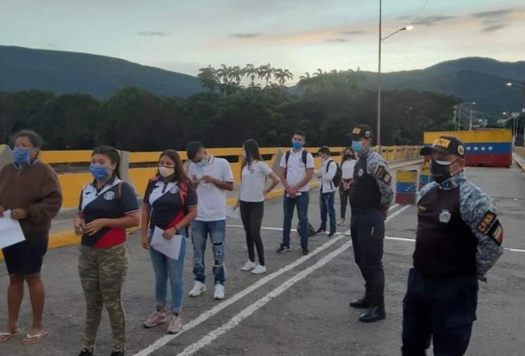 Estudiantes ingresando a Norte de Santander por Puente Internacional