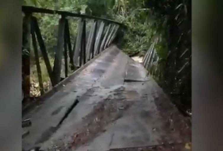Puente Colapsar Cimitarra