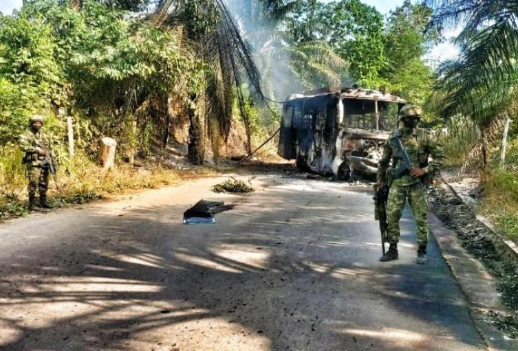 Bus incinerado en la vía El Zulia -Tibú