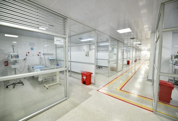 Entregan nuevas camas UCI para atender a pacientes covid-19 en el HUS