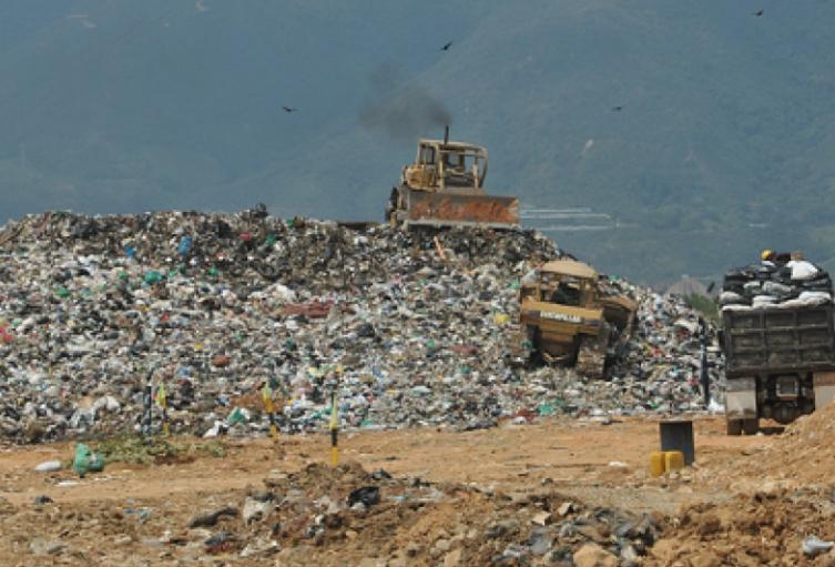 Al relleno sanitario El Carrasco diariamente llegan mil toneladas de desechos.