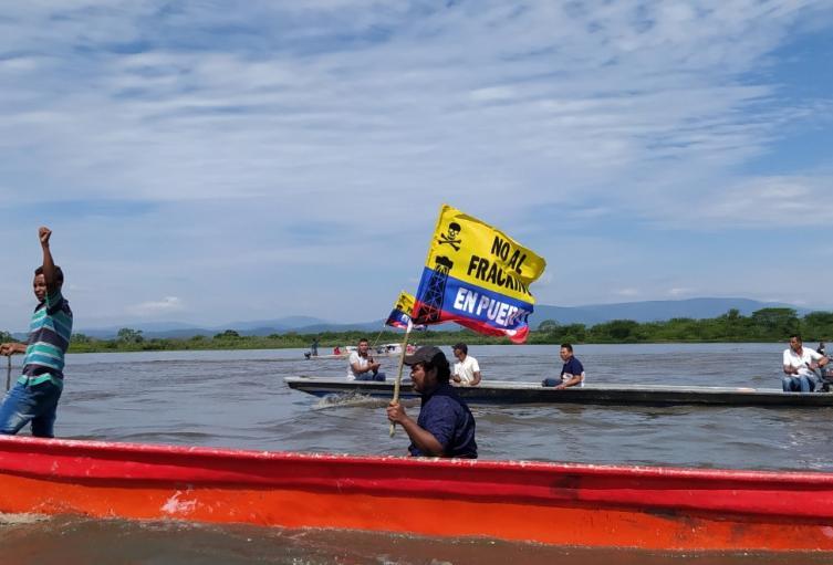 Con caravana, pescadores protestaron por piloto de fracking en Puerto Wilches, Santander
