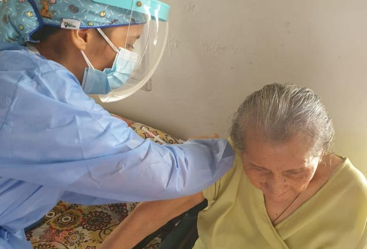 vacunación abuelitos