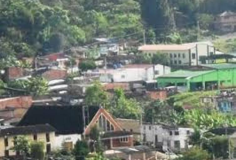 Una persona muerta y dos heridas dejó caída de un rayo en Albania,  Santander