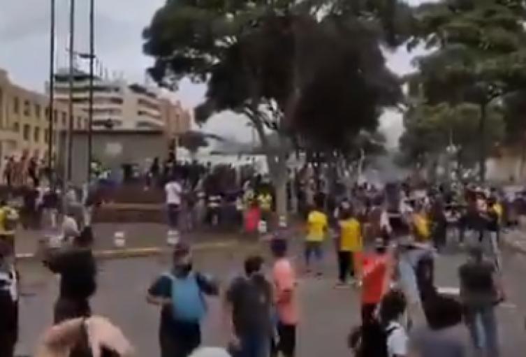 Con disturbios terminó marcha en Bucaramanga