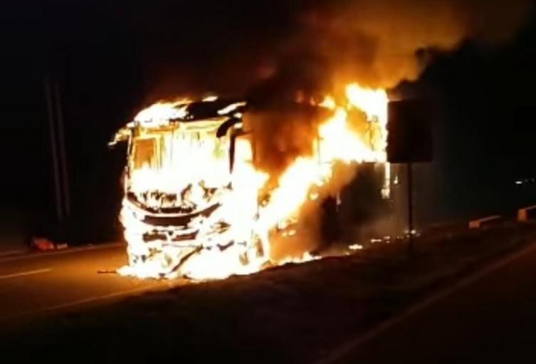 Vehículo incinerado en los Patios, Norte de Santander