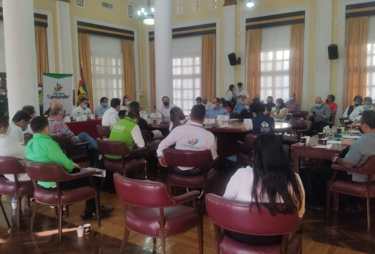 Avanza reunión entre transportadores del paro y autoridades en Bucaramanga