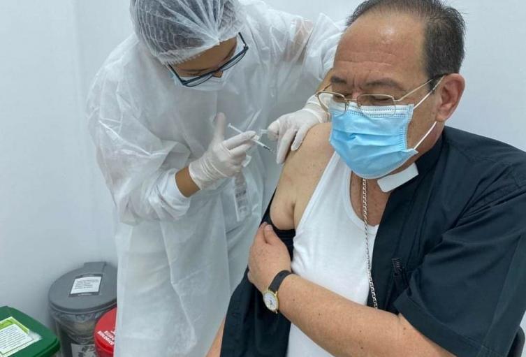 Arzobispo de Bucaramanga, fue vacunado contra la Covid-19.