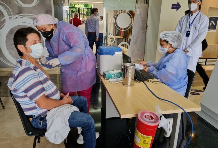 Bucaramanga habilitó nuevo punto de vacunación extramural contra la COVID-19