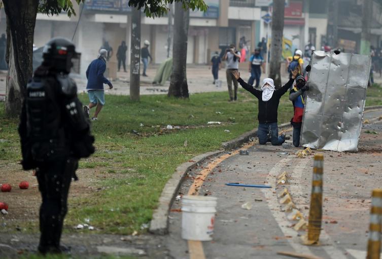 3 periodistas intimidadas, un grupo de jóvenes intentando saquear varios negocios y supermercados: Balance de protestas en Barrancabermeja