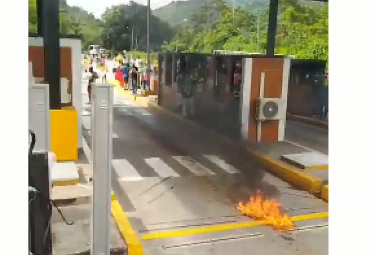 peaje Rionegro quemado