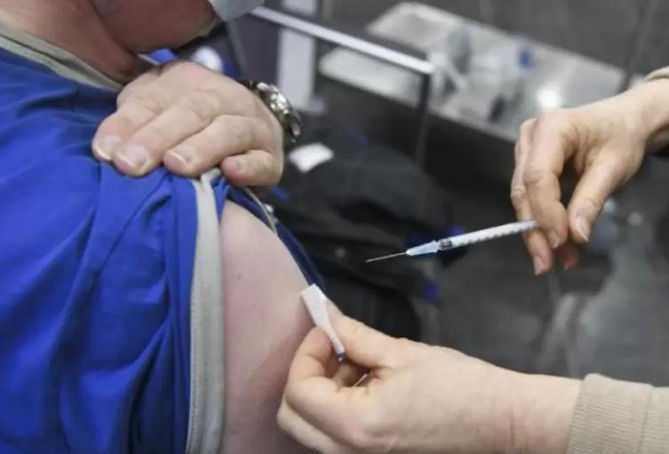 La meta es completar en noviembre próximo 500 mil personas con esquema completo de vacunación.