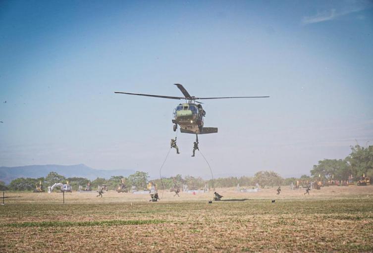 Demostración aérea del ejército nacional