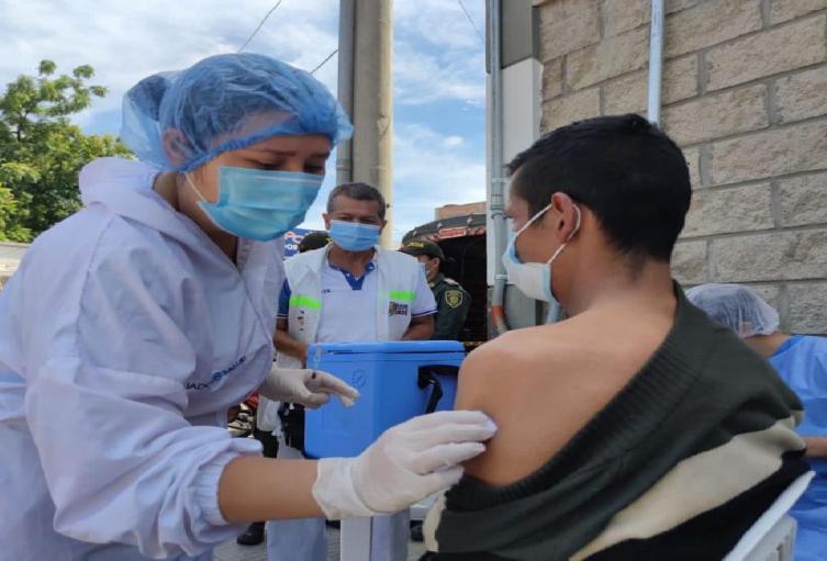 2400 personas se espera inmunizar