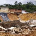 Deslizamiento ha destruido más de 12 viviendas