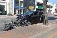 La motocicleta fue arrastrada por lo menos 50 metros.